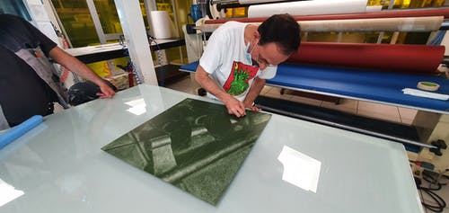 Julian Jaramillo Torres working on one of his pieces.