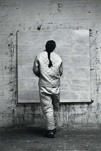 Agnes Martin working in her studio (1960).