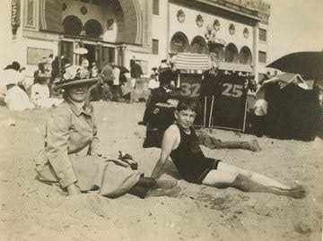 Nanette Lederer Calder and Calder on the beach in Ocean Park, California, 1909.