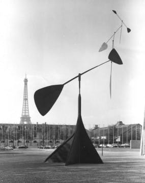 Alexander Calder's Spirale in fornt of the Palais de l'UNESCO and the Eiffel Tower in Paris, 1958.