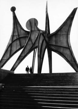 Alexander Calder, Trois disques, Montreal, 1967  Photograph by Ugo Mulas.
