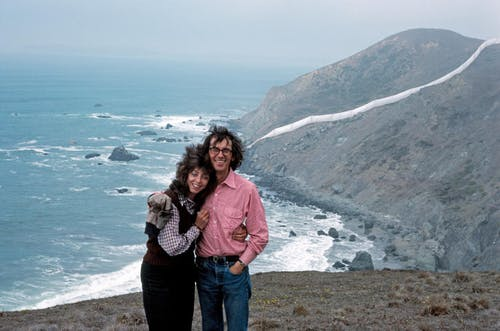 California, 1976 Christo and Jeanne-Claude at the Running Fence.