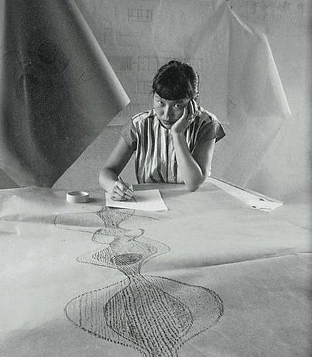 Ruth Asawa working on her drawings.