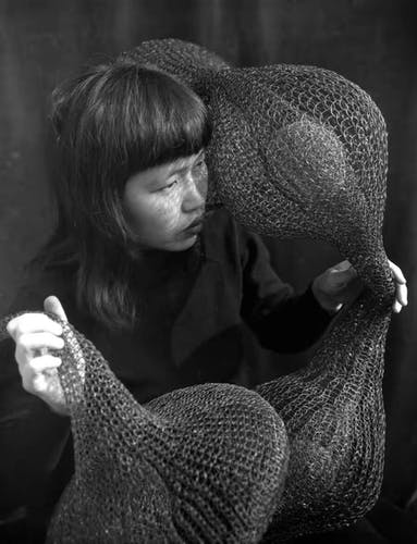Ruth Asawa holding one of her early looped-wire sculptures, 1951. Photo by Imogen Cunningham. © 2019 Imogen Cunningham Trust. Courtesy of the Imogen Cunningham Trust.